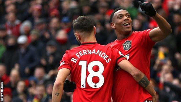 Anthony Martial and Bruno Fernandes celebrate