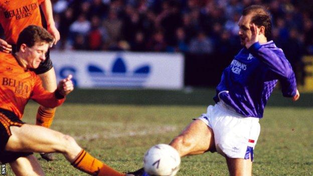 Ray Wilkins in action for Rangers against Dundee United