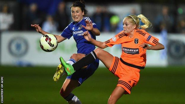 City's Denise O'Sullivan competes for possession with Chelsea Ladies' Niamh Fahey