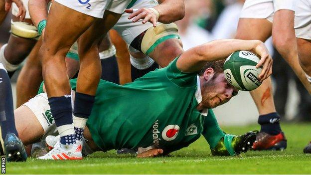Iain Henderson scores Ireland's try in their 13-9 win over England in 2017
