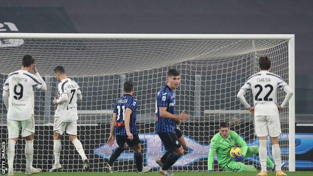 Juventus 1-1 Atalanta: Cristiano Ronaldo has penalty saved in draw - BBC  Sport
