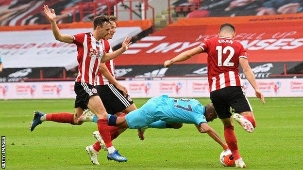 Lucas Moura handles the ball against Sheffield United