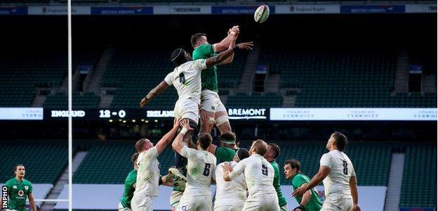 England and Ireland contest a lineout
