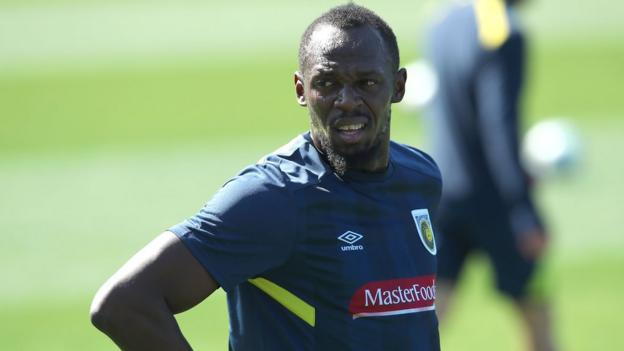 Usain Bolt trains for the first time with A-League club Central Coast Mariners -...