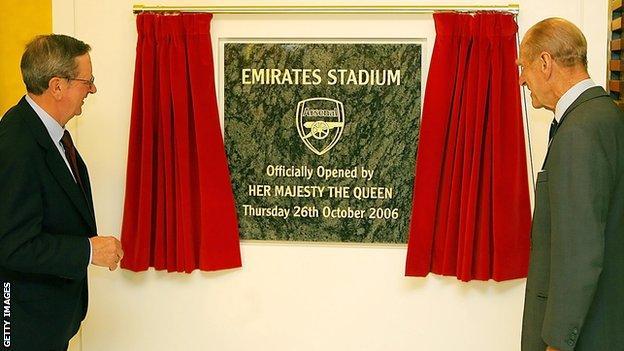 Peter Hill-Wood and the Duke of Edinburgh open the Emirates Stadium