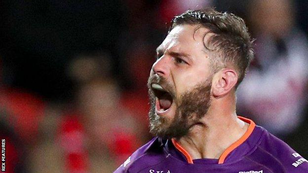 Aiden Sezer kicked two goals as Huddersfield Giants moved above St Helens in the Super League table following their victory