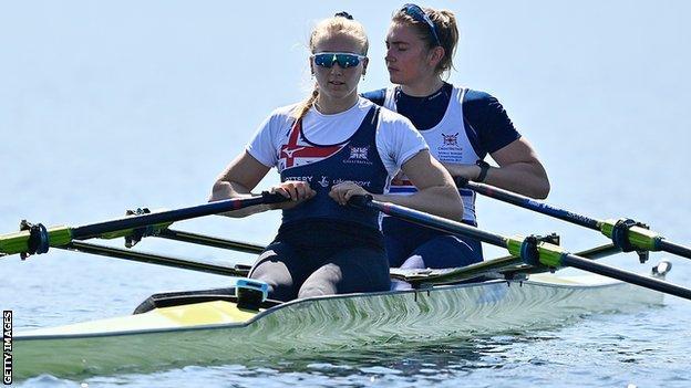 Holly Nixon (a destra) e Saskia Budget vincono il bronzo doppio teschio femminile in Italia