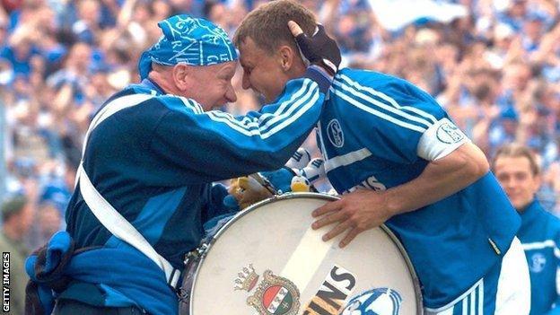 Ebbe Sand celebrates putting Schalke in the lead