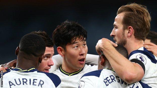 Harry Kane, Tottenham takım arkadaşlarıyla kutladı