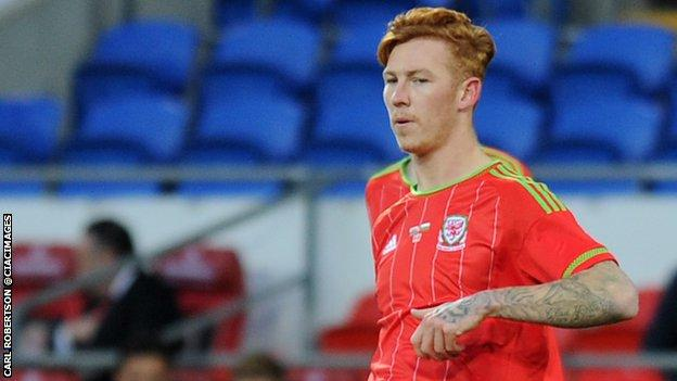 Josh Yorwerth in action for Wales Under-21s against Bulgaria