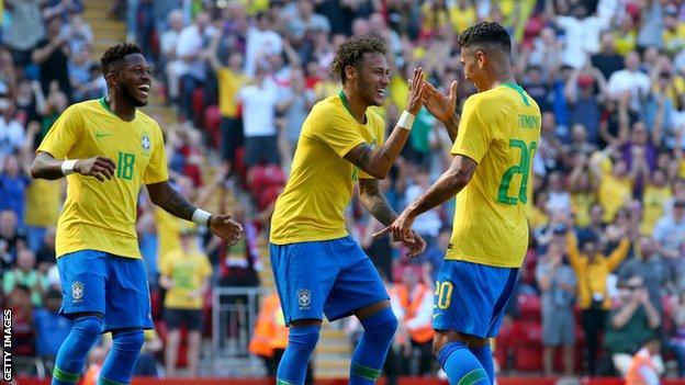 Neymar and Firmino celebrate