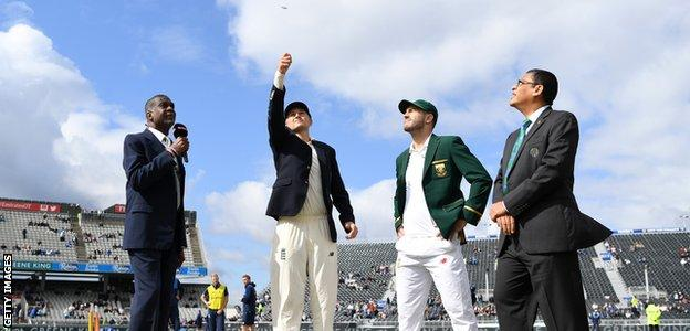 Joe Root tosses the coin