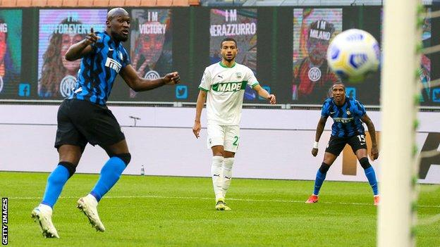 Inter Milan 2-1 Sassuolo: Antonio Conte's side move closer to ending Juventus' title dominance thumbnail
