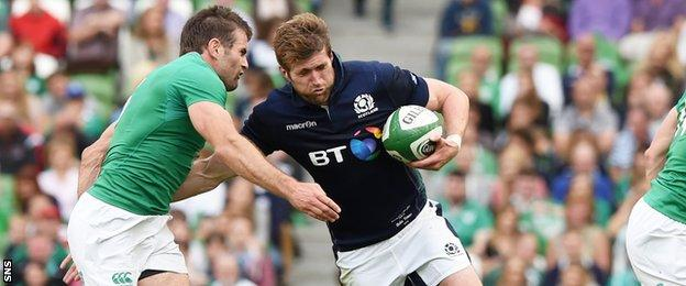 Richie Vernon is tackled by Ireland's Jared Payne