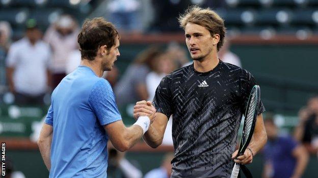 Andy Murray e Alexander Zverev si stringono la mano alla finestra