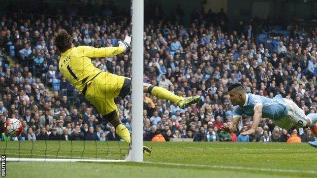 Sergio Aguero scores Manchester City's equaliser