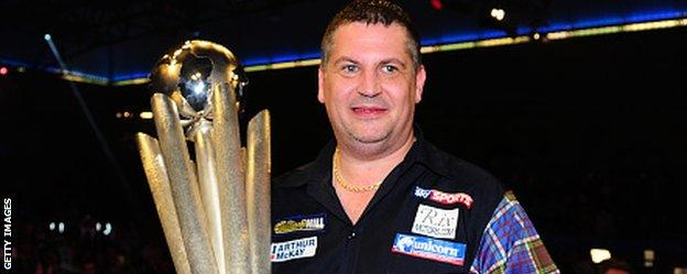 Anderson beat Lewis to secure a second successive world title