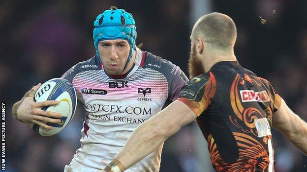 Justin Tipuric in action for the Ospreys against Exeter in the European Champions Cup