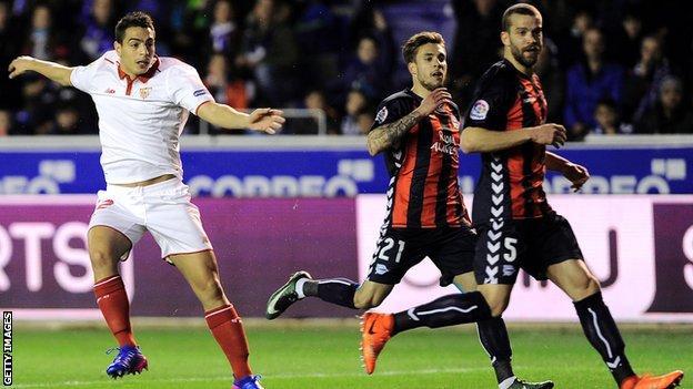 Wissam Ben Yedder scores for Sevilla against Alaves