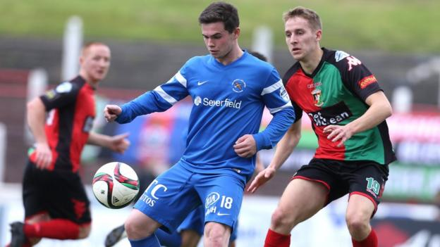 Ballinamallard United's Michael McCrudden shields the ball from Glentoran opponent Johnny Addis at the Oval