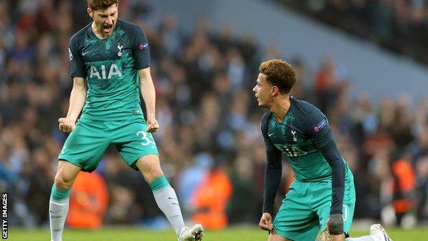 Ben Davies celebrates Spurs' win