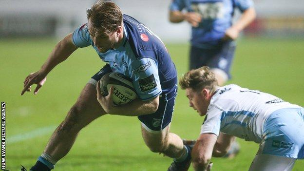 Kristian Dacey crosses for Blues' try
