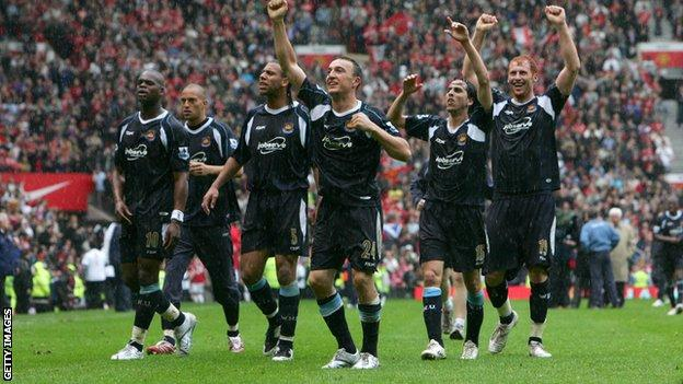 West Ham celebrate avoiding Premier League relegation in 2007