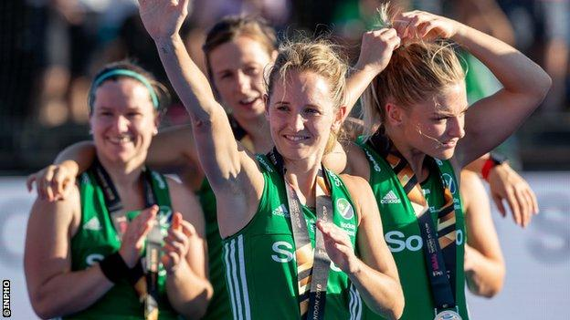 Nicci Daly celebrates with her silver medal