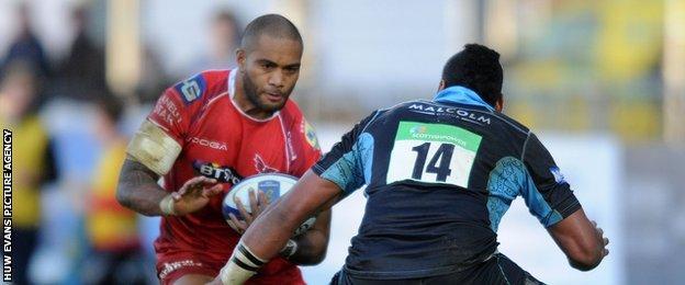 Scarlets wing Michael Tagicakibau takes on opposite number Taqele Naiyaravoro