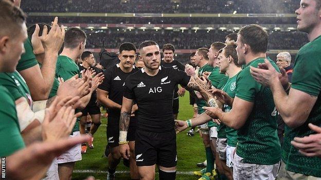 Ireland applaud New Zealand off