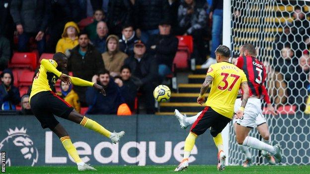 Abdoulaye Doucoure misses chance