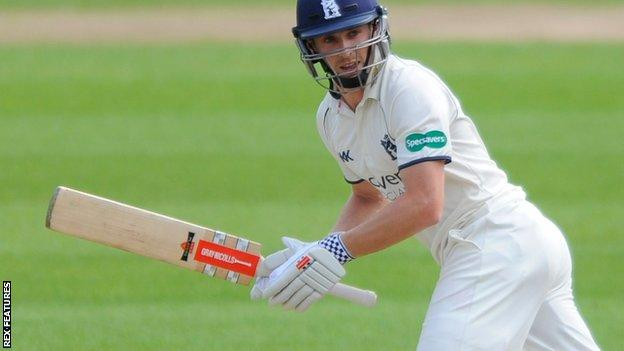 Chris Woakes in action for Warwickshire