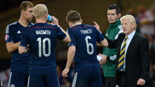 Scotland coach Gordon Strachan speaks to his players during a match