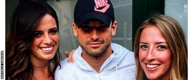Grigor Dimitrov and two female fans