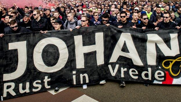 Ajax supporters pay tribute to Johan Cruyff