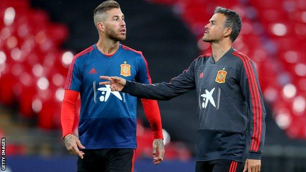 Luis Enrique y Sergio Ramos en discusión
