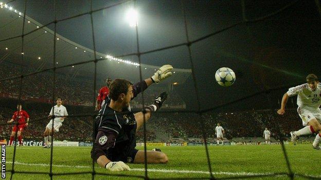 Liverpool goalkeeper Jerzy Dudek denies Andriy Shevchenko