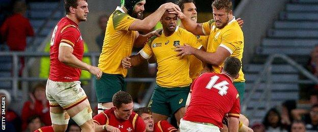 Australia celebrate after prolonged defence against Wales at 2015 World Cup