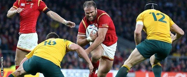 Jamie Roberts tries to get past two Australian tacklers