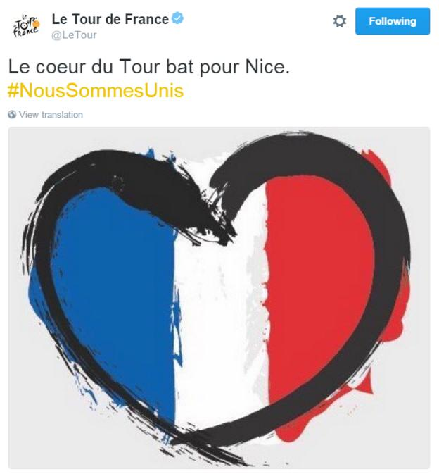 Tour de France Twitter, posting a France flag in the shape of a heart