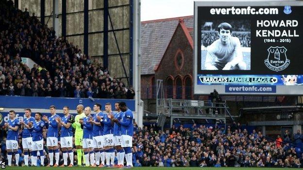 Everton applause
