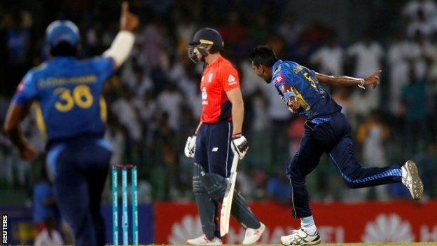 Sri Lanka celebrate Jos Buttler's wicket