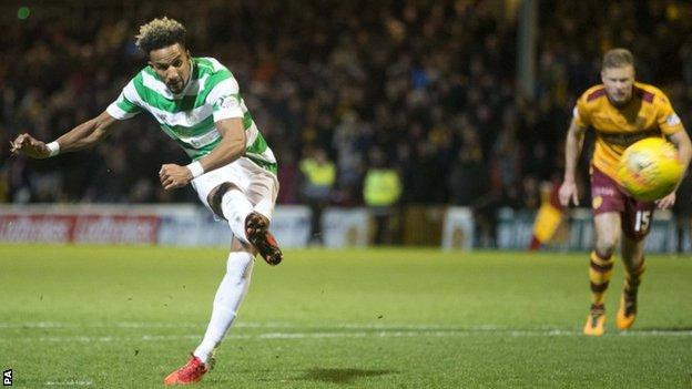 Scott Sinclair converts a late penalty for Celtic