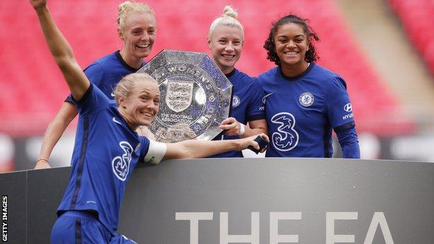 Sophie Ingle with Community Shield trophy