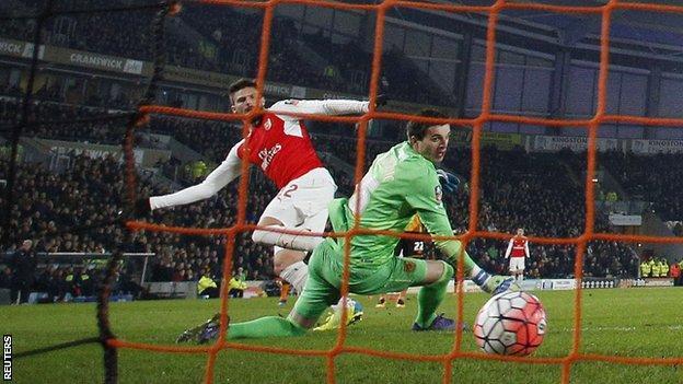 Arsenal striker Olivier Giroud scores against Hull