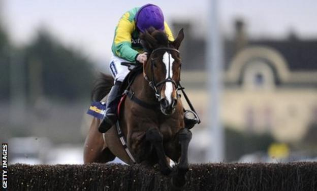 Kauto Star jumps the last to win the King George VI Chase