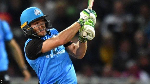Ben Cox hits winning runs for Worcestershire