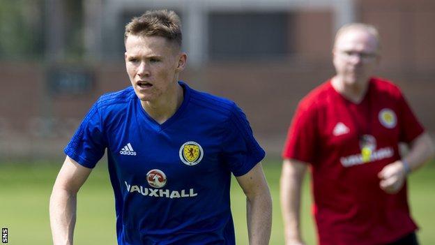 Scotland midfielder Scott McTominay and manager Alex McLeish in training in Peru