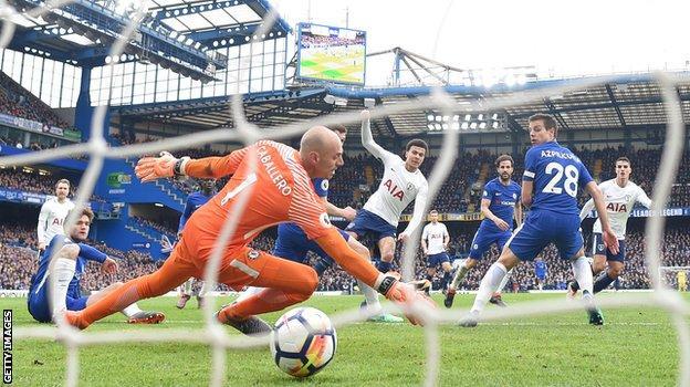 Dele Alli puts Tottenham 3-1 ahead against Chelsea
