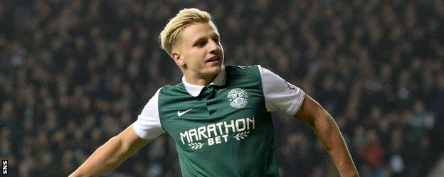 Hibs' Jason Cummings celebrates his goal